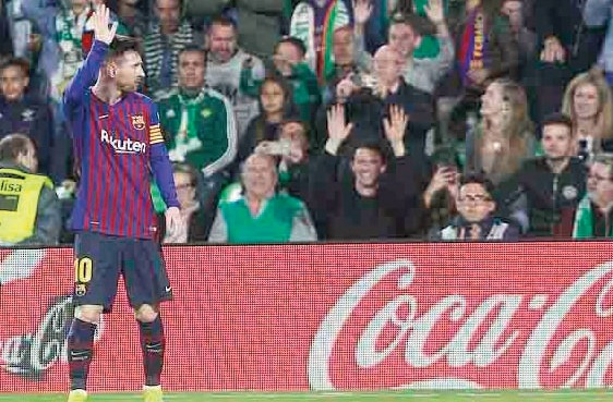 'Rival' Fans Salute Humble Messi