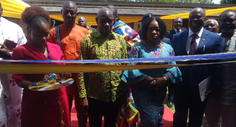 Foreign Minister Commissions E/R Passport Center