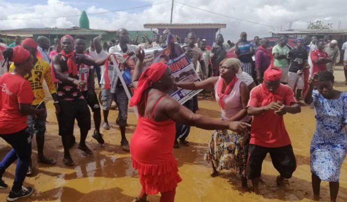 Oduman -Nsakina Residents Protest Over Bad Roads