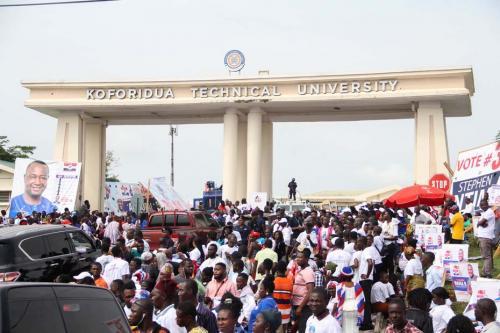 Crowd at the enterance of the Koforidua Technical University